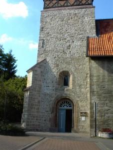 Sanierte Turmecke am Kirchturm